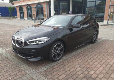 BMW Serie 1 118d auto Saphirschwarz Km 0
