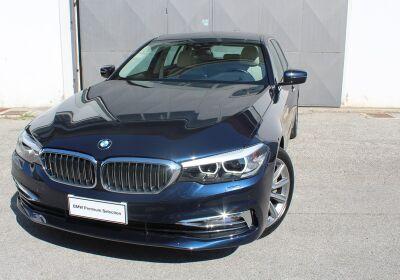 BMW SERIE 5 530d xDrive 249CV Touring Luxury Imperial blue Usato Garantito