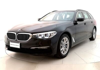 BMW SERIE 5 520d 48V xDrive Business Saphirschwarz Usato Garantito