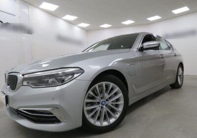 BMW Serie 5 530e Luxury Glaciersilber Usato Garantito