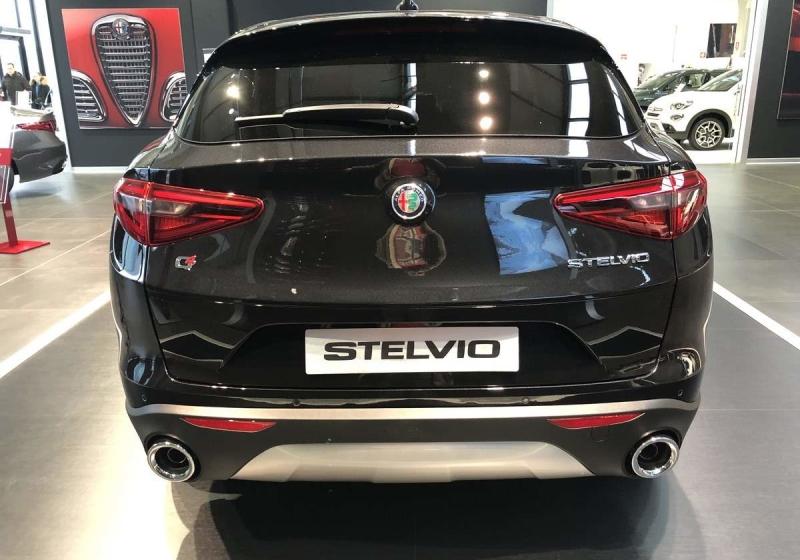 ALFA ROMEO Stelvio 2.2 Turbodiesel 210 CV AT8 Q4 Executive Nero Vulcano Km 0 29U37-4