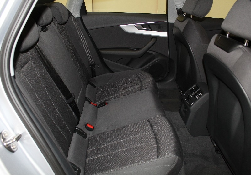 AUDI A4 2.0 TDI 150 CV Business Argento Floret Km 0 9GLTI-h