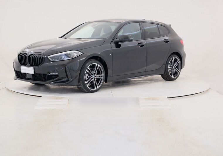 BMW Serie 1 116d 5p. MSport aut. Saphirschwarz Km 0 MR0C2RM-a_censored%20(2)