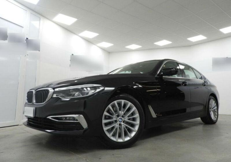 BMW Serie 5 520d aut. Luxury Saphirschwarz Km 0 VA0BDAV-a