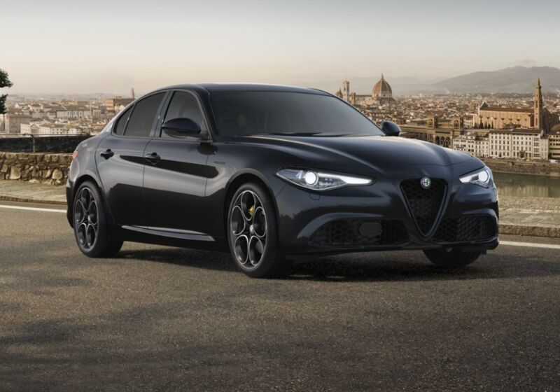ALFA ROMEO Giulia 2.2 Turbodiesel 210 CV AT8 AWD Q4 Veloce Nero Vulcano Km 0 TH0CGHT-a